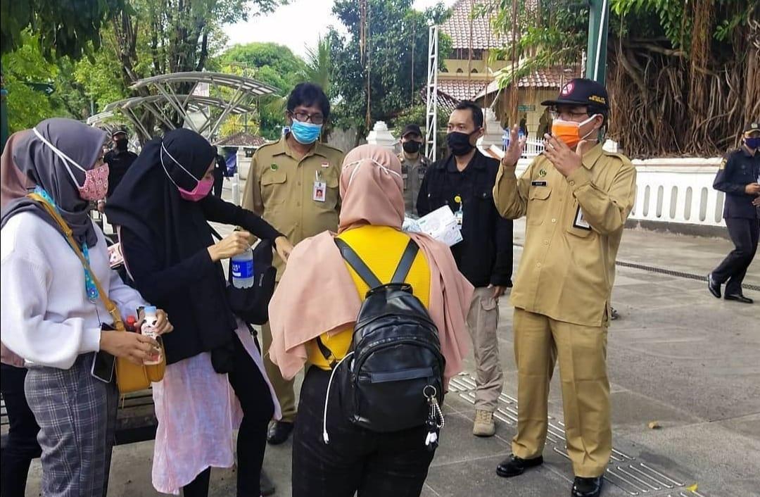 Pengayuh Becak dan Kusir Andong Wajib Pakai Masker