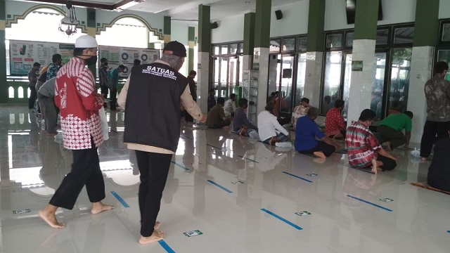 Uji Coba Pelaksanaan Protokol Baru Masjid Pangeran Diponegoro Balaikota