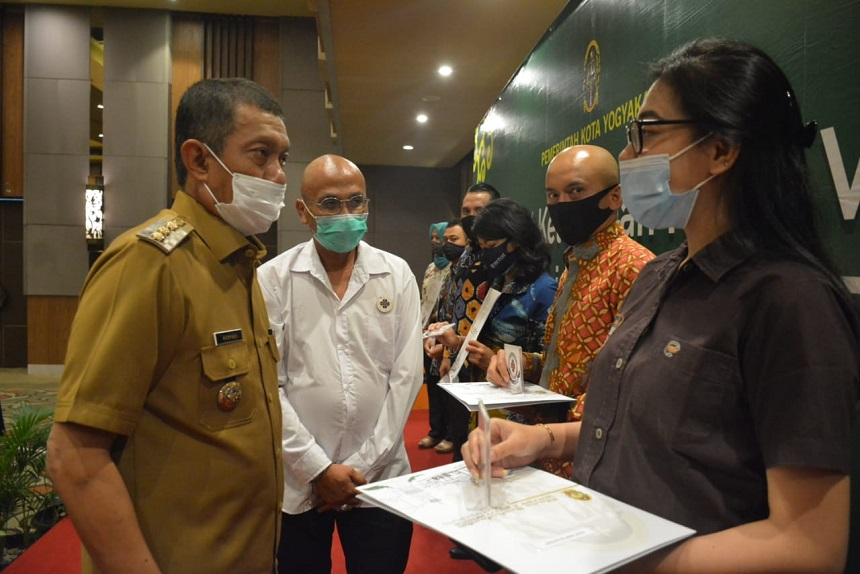 Walikota Yogyakarta Berikan Surat keterangan Verifikasi Kepada 17 Hotel